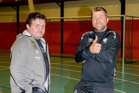 HAR TROEN: Tor Anders Brenno (til høyre) gleder seg til å ta fatt på jobben som hovedtrener i Askim Fotball. Her sammen med Christian Lorentsen, sportslig leder i Askim Fotball.