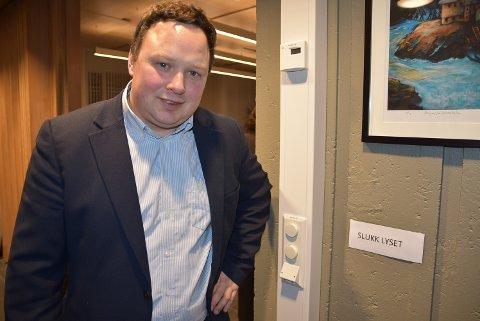 SPAR STRØM: Tor Jacob Solberg (Sp) mener det kan spares strøm i kommunale bygg.