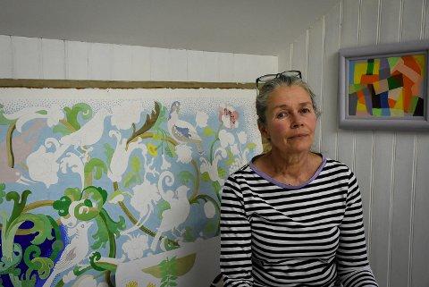 STILLER UT: Store, fargerike trykk av Torhild Berg skal pryde Galleri Festiviteten i januar.