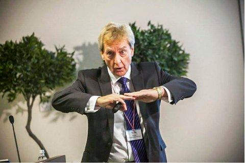 KLAR FOR ØRJE: Arne Holte er professor i helsepsykologi og en ettertraktet foredragsholder.