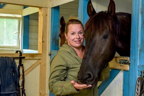 Linda Cijs (45) har reddet Ghost (9) fra de fryktede tunefluene.