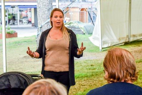 Monica Honningsvåg, daglig leder i næringsselskapet Mysenregionen AS, er irritert over forslaget om å legge ned trafikkstasjonen i Mysen.