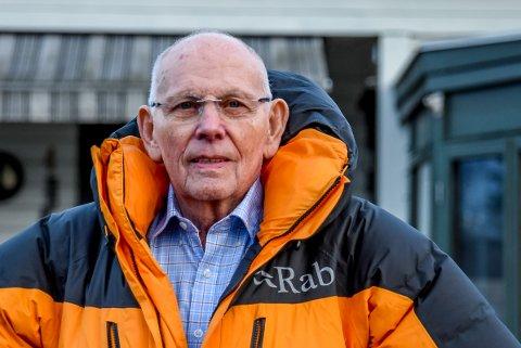 Birger Berntsen (84) fra Spydeberg mener at Kalnes skyver alvorlige hendelser under teppet.