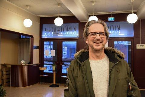 FORELSKET: Ole Christian Øen har falt helt for funkisperlen Festiviteten fra 1958.