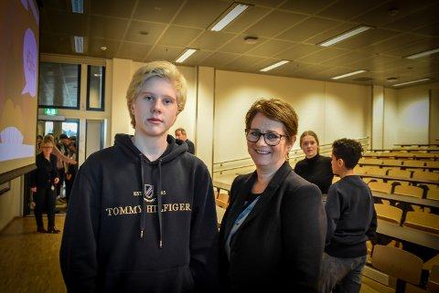 Stortingspresident Tone Wilhelmsen Trøen besøker Askim ungdomsskole