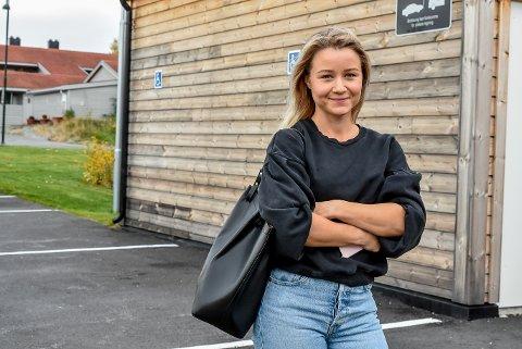Martine Olsen satte dekkene til bilen sin opp langs veggen bak henne. Noen timer senere var de borte.