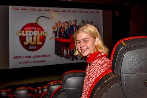 Alma Günther fra Mysen spiller i den nye norske storfilmen «Gledelig Jul». Hun skal kaste glans over festpremieren i Askim.