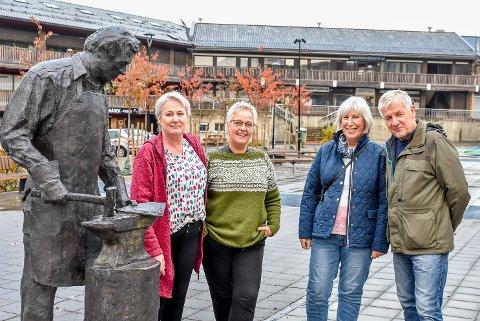 Ann Kristin Enger (f.v.), Gro Borger, Lena Bjørkli og Geir Bjørkli stifter Skjønhaug Velforening.