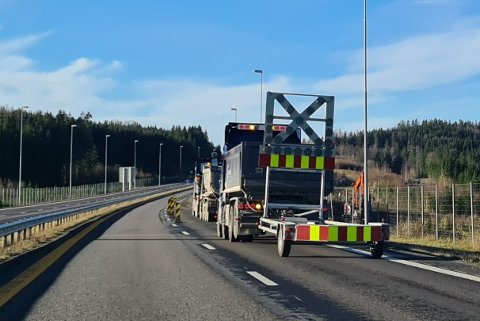 Veien er sperret mens arbeidene pågår.