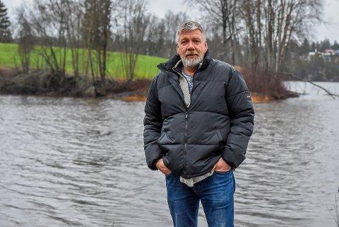 Bård Vassbotn planlegger å bygget et boligfelt på neset bak seg.
