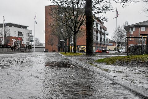 VÅTT OG GRÅTT: Regntung desember i Indre Østfold i år. Arkivfoto fra Askim