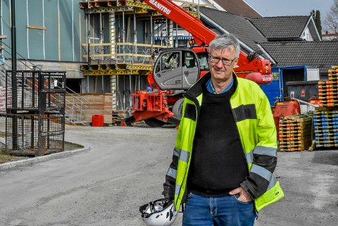 Prosjektleder Evind Wium fra Pinski Svarstad AS forklarer at det har vært fire innbrudd på byggeplassen hans.