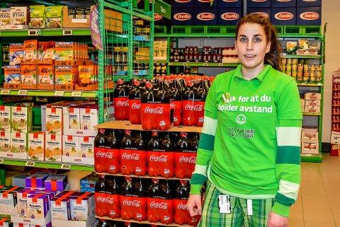 EKSPLOSJON: Chatrine Andersen er butikksjef på Kiwi i Mysen forteller om en voldsom vekst i salget etter korona.