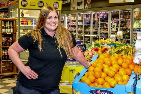 Elin Grønheim er kjøpmann på Bunnpris i Mysen. I påsken fikk flere av dagligvarebutikkene i Mysen en økt omsetning.