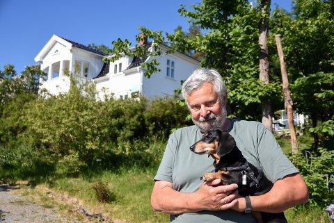 FLYTTER: Etter 30 år på Knapstad selger Birger Dahl og kona Randi Evenstad praktvillaen.