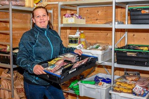 8 tonn mat har Kirkens Bymisjon og daglig leder Cathrine Myhre delt ut til trengende familier i Indre Østfold under pandemien.