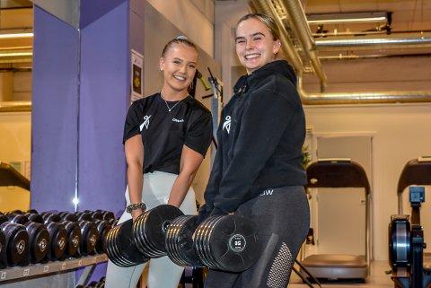 Når de store gutta på A. C. E. Racket- og Treningssenter i Askim ikke legger på plass de store vektene, så er det Sofie Karterud (18, t.v.) og Charlotte Hektoen Zahl (17) som rydder opp.