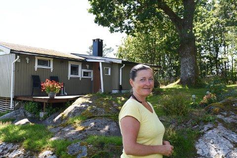 FLOTTE TRÆR: Ragnhild Skuland har fine trær på hytta si i Skiptvet.