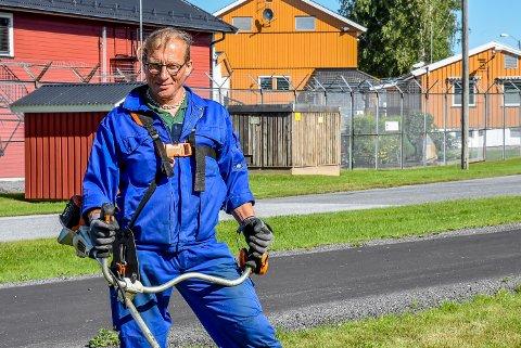 Gjermund Ringen får gå utenfor fengselet i Trøgstad for å ordne med gress og busker.