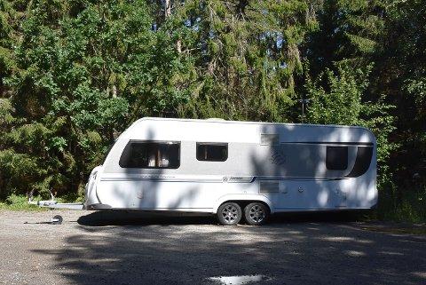 HENSATT: Denne campingvogna står i Glenneveien.