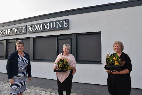 KORONAHEDER: Ordfører Anne-Grethe Larsen (Sp), Vigids Nilsen og Gro Abotnes.
