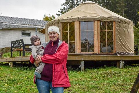 Ida Victoria Jensen (30) har bodd i dette teltet i to år: – Vi har leid oss inn steder når det blir kaldt på vinteren, forklarer hun,
