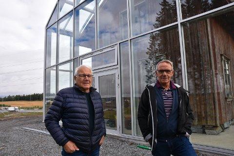 BARNDOMSMINNER:. Brødrene John-Willy (76) og Ivar Frode Andersen (64) hadde sin oppvekst i Vang-huset.