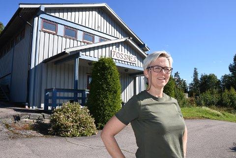 ØNSKER VELKOMMEN: Grethe Paulshus, styreleder på grendhuset Fossnes på Ringvoll.
