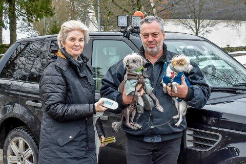 Lillian Danielsen og Leif Danielsen har kjøpt sin egen microchipleser for å gjenforene andres dyr med sine eierne.
