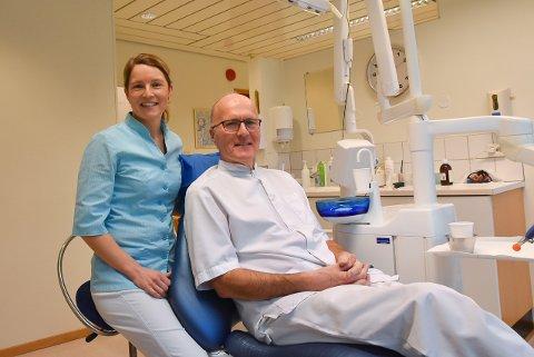 TANNLEGEDUO: Datter Guro Kristine Lie Larsen (41) og far Erik Rudolf Larsen (70) er ikke bare familie: De er også tannlegekolleger.