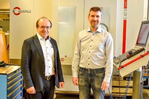 Stifter av Dynatec Josef Filtvedt (t.v) og daglig leder i Dynatec SMV Ole Martin Støten ser frem til åå få nye lokaler å boltre seg i på Holtskogen.