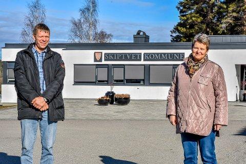 Varaordfører Lars Sæther (Ap) og ordfører Anne-Grethe Larsen (Sp) håper at alle som har behov for støtte søker på pengepotten som Skiptvet kommune har fått fra Stortinget.