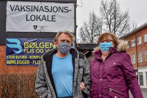 John Johnsen og Britt Johnsen var blant de over 700 personene som ble vaksinert i Indre Østfold kommune i dag, onsdag.