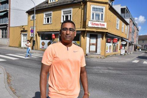ÅPNER: Det åpnes en indisk, men ikke i Apotekergården som er bygget bak Syed Ibrahim.
