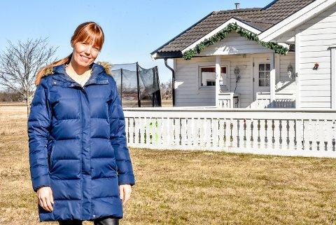 Fra gården i Trøgstad har Cecilie Skjåvik Emanuelsen (40) startet opp nettbutikken Kule barn.
