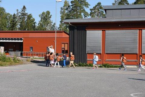 GULT NIVÅ: Kommunen velger å ikke endre koronareglene for skolene og barnehagene før sommerferien.