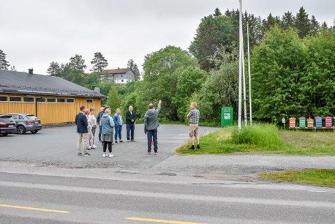 Her ser formannskapet på hvor den nye utkjøringen i Storveien skal komme.