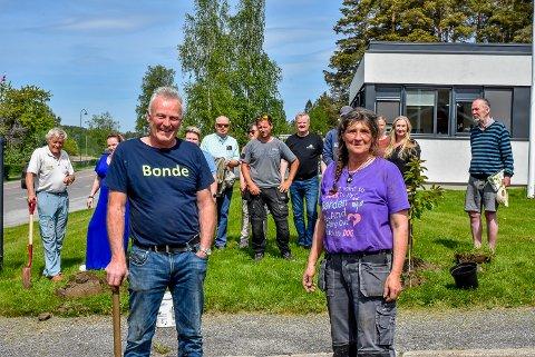 Per Kristian Solberg og Susanne Maria Dörfler er blant dem som har tatt initiativ til å gjøre bygda finere.