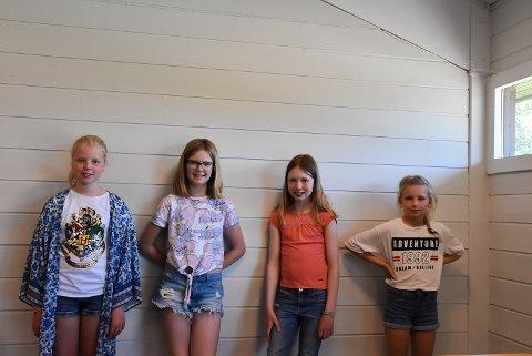SYGJENGEN: Astrid Fagerbakken-Heien (10), Victoria Vingerei (11), Emma Lottrup (10) og Sofia Rohrlack (10) bruker sommerdagene på å sy.