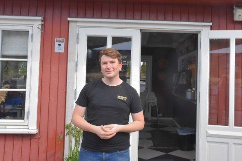 GLAD: Daglig leder i Sluseporten Mathias Husebråten er glad for å kunne åpne igjen.