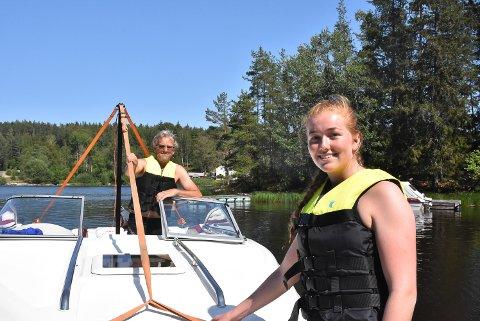 BÅTFOLK: Emma Berger og Arne Johan Berger er ofte å se utpå vannet.
