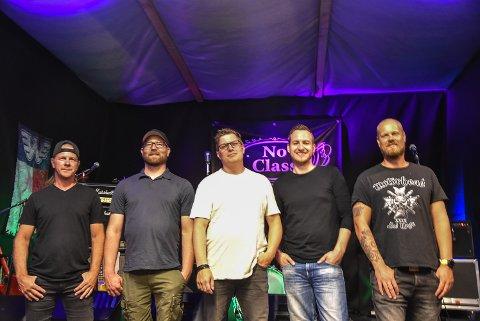 NO CLASS: Halvor Lundtveit på lead gitar, Vegar Finset på bass, Kristoffer Waldrab på rytmegitar, Frode Kay på vokal og Ståle Jakobsen på trommer utgjør bandet No Class.
