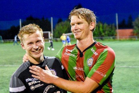 SUPERDUO: Andreas Rørvik (t.v.) og Cristopher Roaldsøy hadde en stor dag på topp for Ørje. De to sto bak alle fire målene til hjemmelaget.