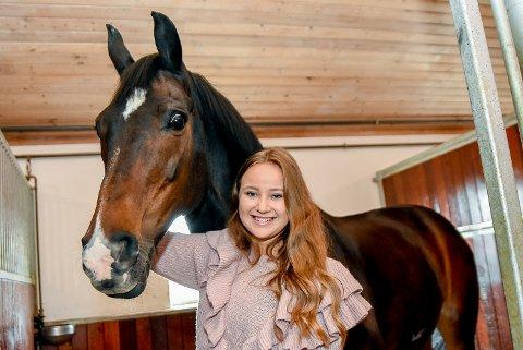 SPESIELT FORHOLD: Anine Mørch-Aas fra Tomter har et helt spesielt forhold til hesten sin, Maserati.