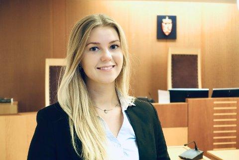 KARRIERE I RETTSSALEN: Aurora Hellandsjø Lysne er seksjonsleiar i Oslo tingrett. Planen er å bli jurist og gjerne jobba i domstolen framover.