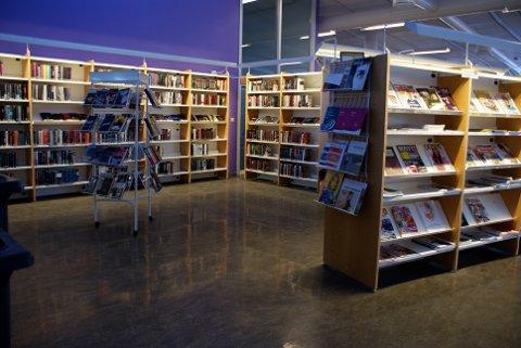 Rådmannen anbefaler ikke meråpent bibliotek med låseløsning slik kommuneøkonomien er nå. Da er det billigere å la døra stå åpen.