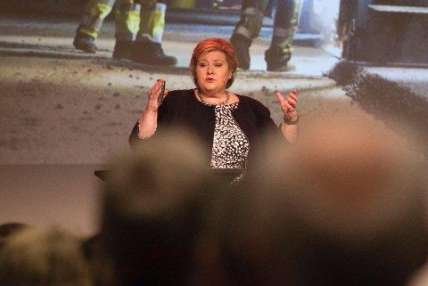 Statsminister Erna Solberg varsler innstramninger.