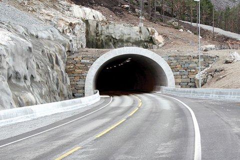 LANG TUNNEL: Formannskapet i Hjelmeland vil at denne tunnelen skal gå heilt til Årdal. Dei let seg ikkje påverka av utsiktene til å bli ståande att med ingenting.