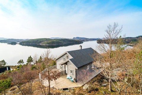 SJØNÆR: 52 personar har per onsdag morgon lasta ned salsoppgåva for hytta på Børøy i Hjelmeland.