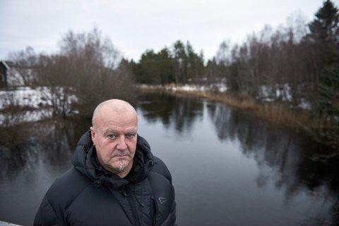 Bjørn Morten Alstad, leder for elveutvalget i Steinkjer jeger- og fiskerforening stiller seg uforstående til Miljødirektoratets planer.